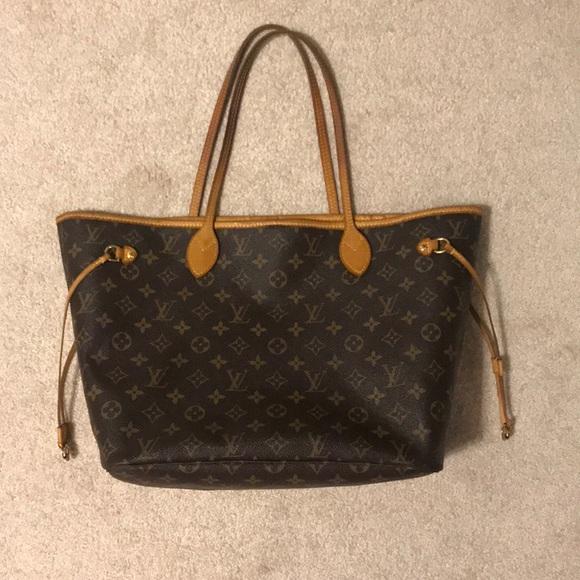 e02343bed3de6 Louis Vuitton Handbags - Authentic Louis Vuitton Neverfull MM
